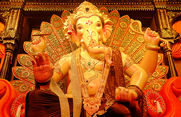 Beautiful Ganpati idols in Mumbai adorned with gold