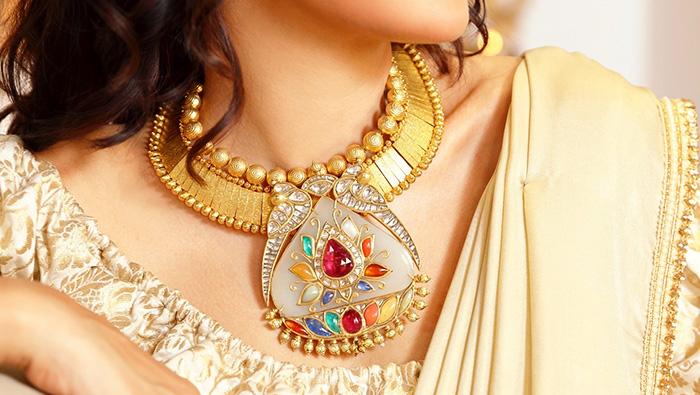 Unconventional gold jewellery designs for the non-conformist bride