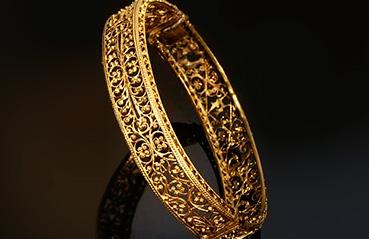 Mesmerizing gold filigree jewellery