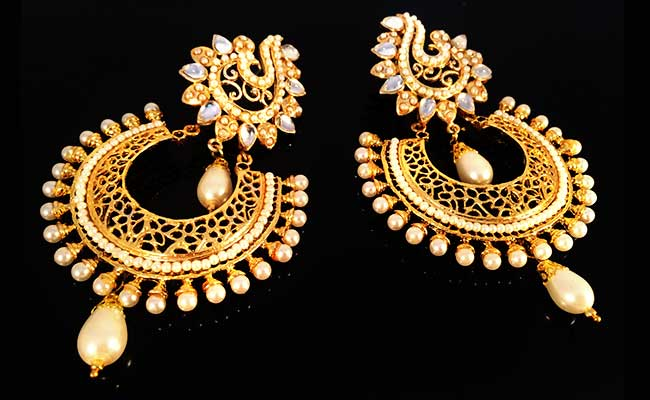 Traditional Mughal Gold Jewellery Design - Crescent Earnings