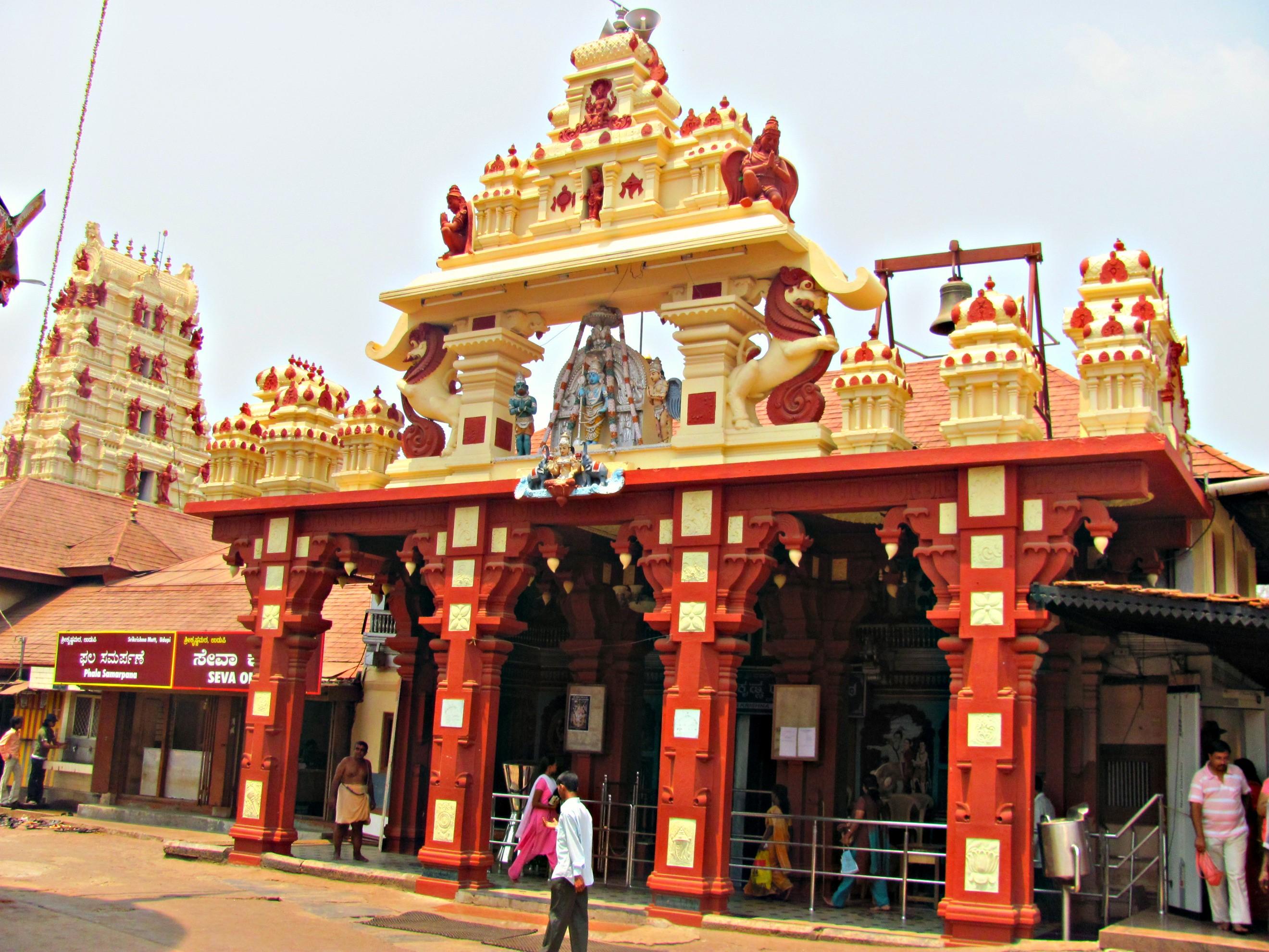 Gold Donations In Shree Krishna Temple, Kerela
