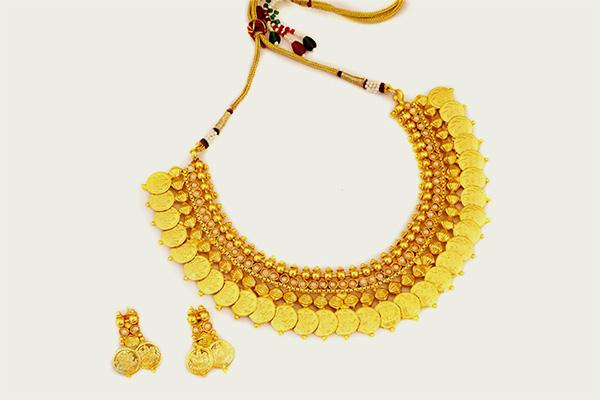 Laxmi Sara Gold Necklace Design