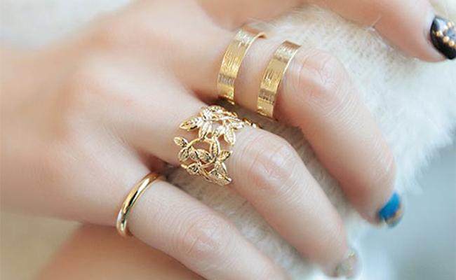Gold index finger ring