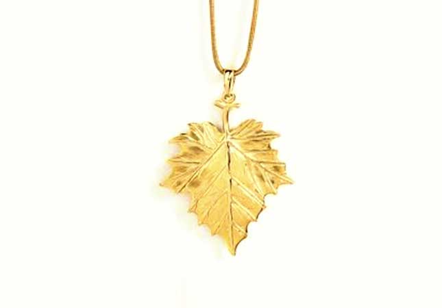 Gold bracelet with leaf design