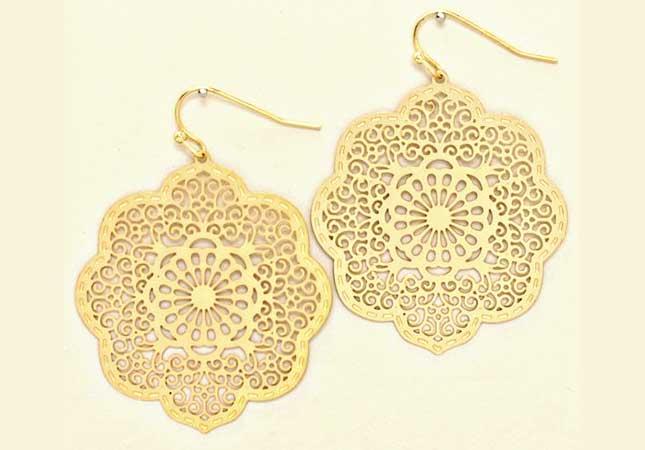 Elegant matte gold earring